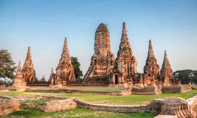 """Ayuthayya, Thailand"" Source: https://theculturetrip.com/asia/thailand/articles/the-top-10-things-to-see-and-do-in-ayutthaya/"