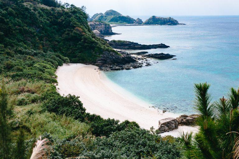 """Akajima, Japan"" Source: http://ippei-janine.com/travel-japan-islands/destinations/aka-jima-kerama-okinawa/"