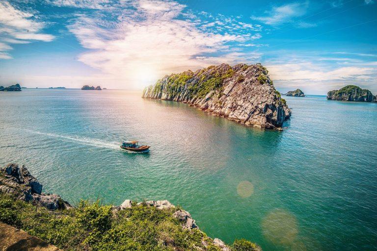 """""""Cat Ba island""""   Source: https://www.seaplanes.vn/blog/vi/du-lich-ha-long-2/"""