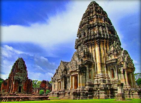 """Phimai Thailand"" Source: https://weburbanist.com/2010/02/10/architectural-love-story-10-castles-built-for-love/"