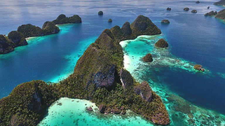 """Raja Ampat"" Source: https://www.stuff.co.nz/travel/destinations/asia/91200320/raja-ampat-islands-the-littleknown-part-of-indonesia"